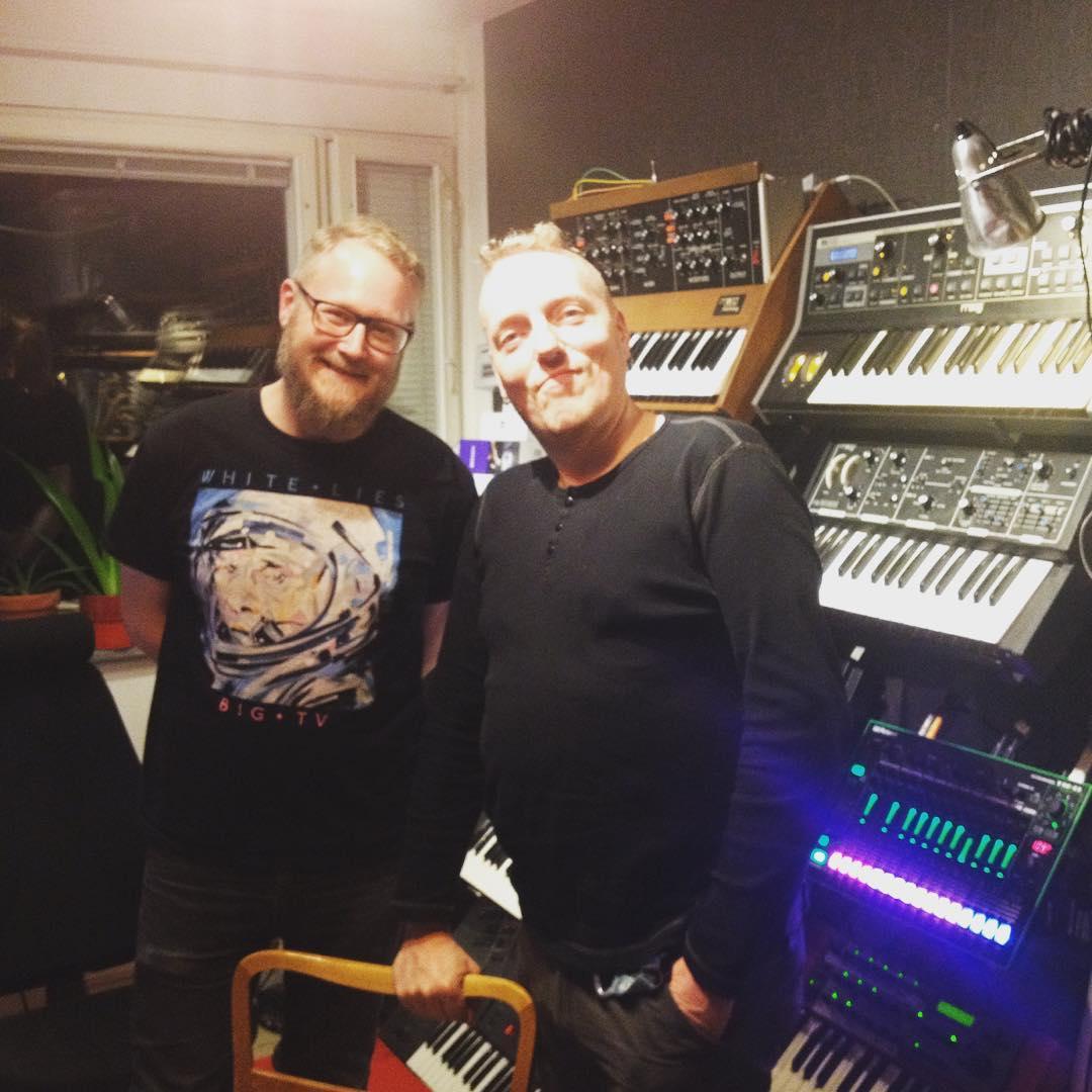 Bild på elektronisk och producenten